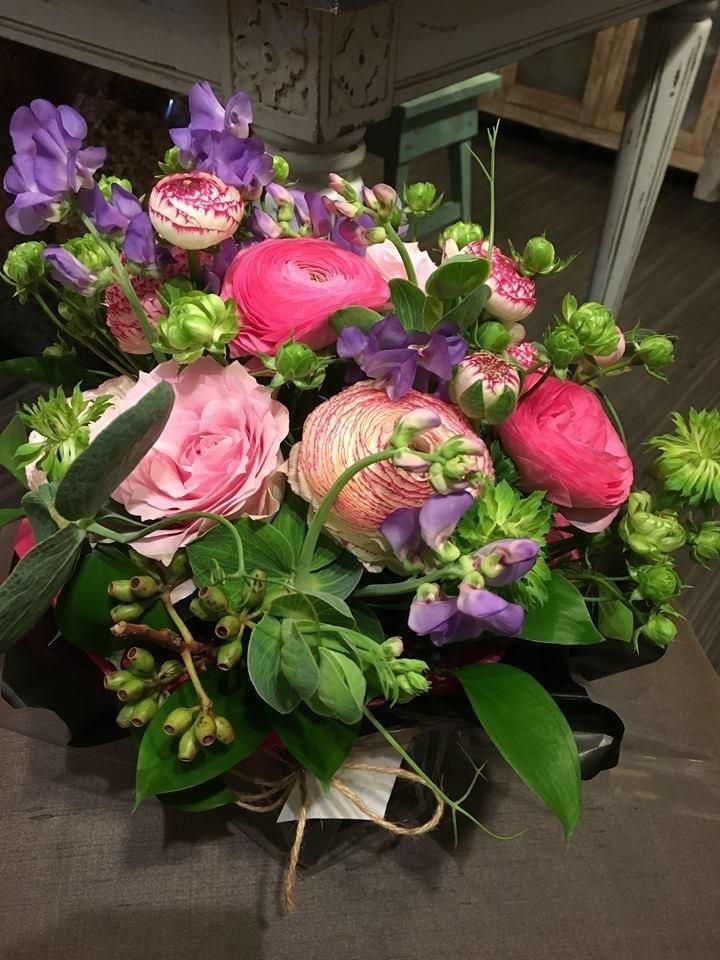 ラナンキュラスを使った祝い花