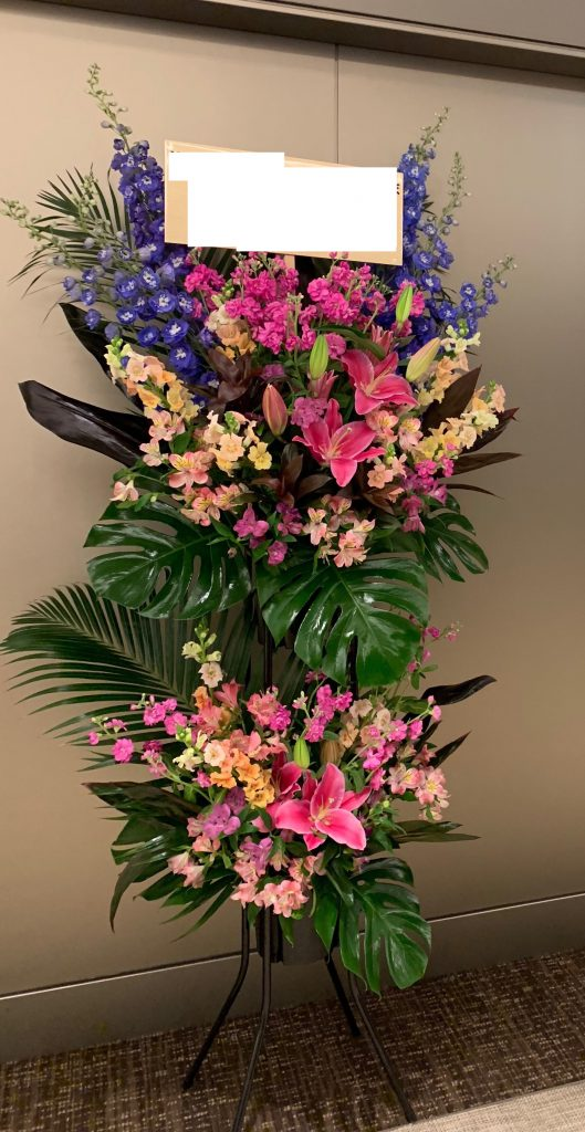 青紫とピンクのスタンド花