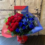 red-blue-flowerarrangement
