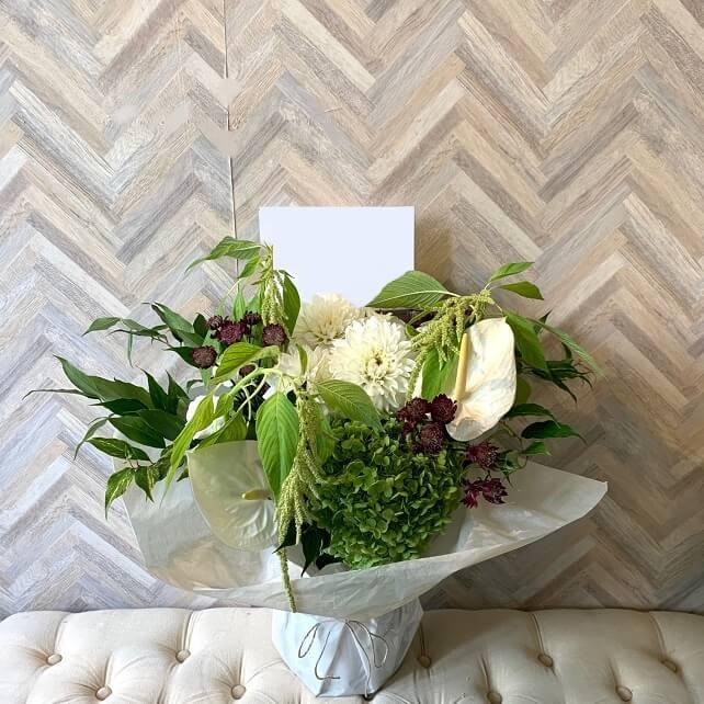 white-green-flowerarrangement