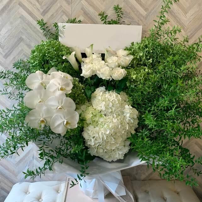 whitegreen_flowers_noble